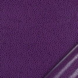 papier simili cuir au motif galuchat mauve dont l'aspect et le toucher sont proches des cuirs exotiques.
